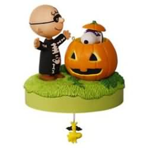 2016 Halloween - Peanuts - Trick or Treat