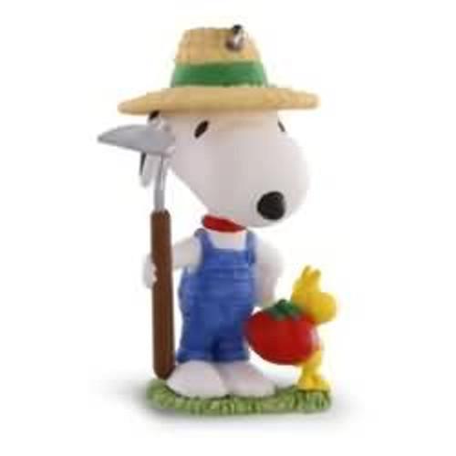 2016 Spotlight on Snoopy #19 - Green Thumb Snoopy
