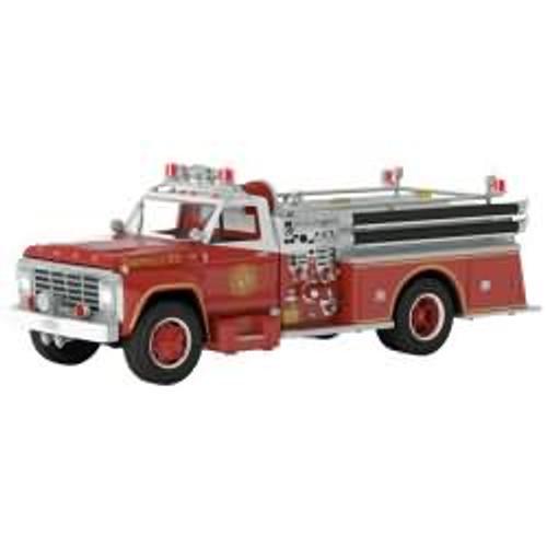 2017 Fire Brigade #15 - 1979 Ford F-700 Fire Engine Hallmark ornament - QX9252