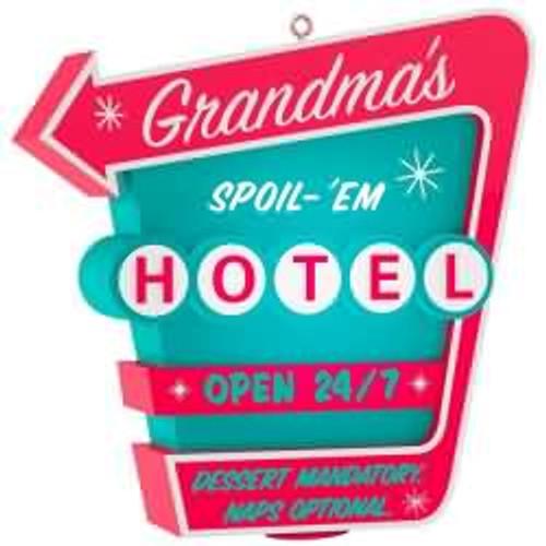 2017 Grandma's Spoil-'Em Hotel Hallmark ornament - QGO1165