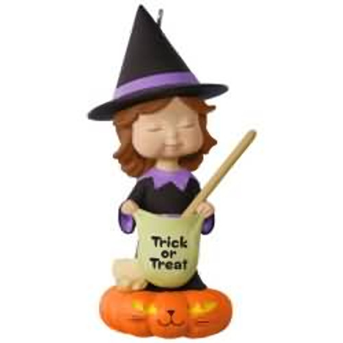 2017 Halloween - Sweet Trick-or-Treater Hallmark ornament - QFO5242