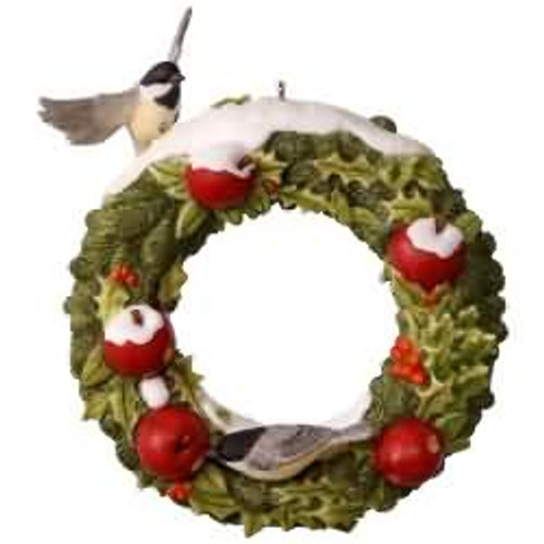 2017 Marjolein's Garden #4 - Welcoming Wreath Hallmark ornament - QX9452