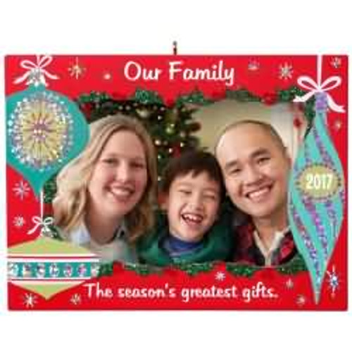 2017 Our Family - Photo Holder Hallmark ornament - QGO1132