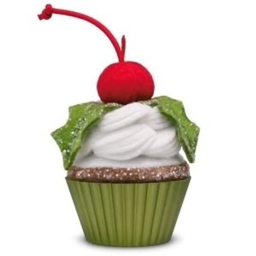 2018 Christmas Cupcake #9 - Holly Jolly Delight