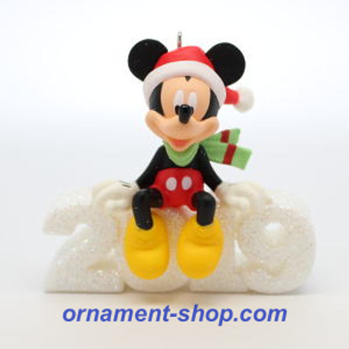 2019 Disney - A Year of Disney Magic Hallmark ornament (QXD6517)