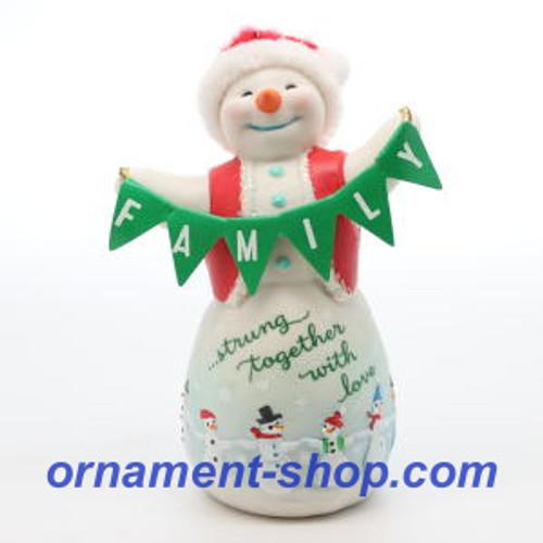 2019 Family Love Hallmark ornament (QGO2139)