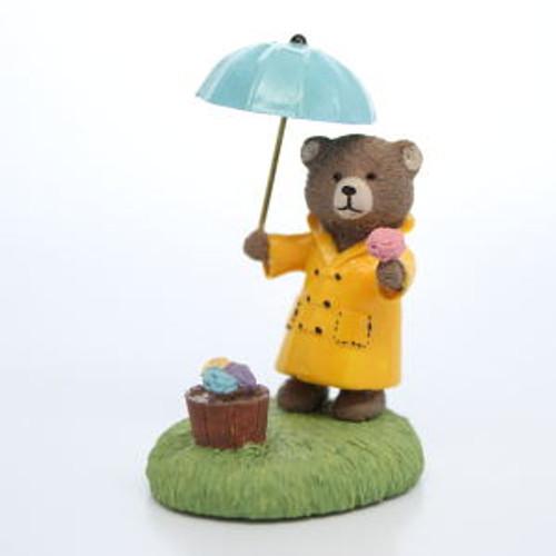1987 Bear with Umbrella (QFG8502)
