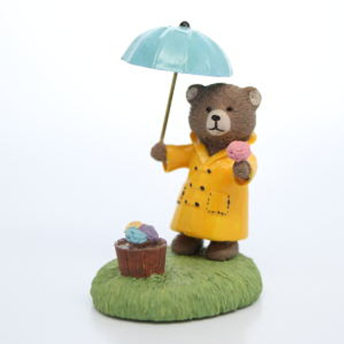 1987 Bear with Umbrella (QFG8502)