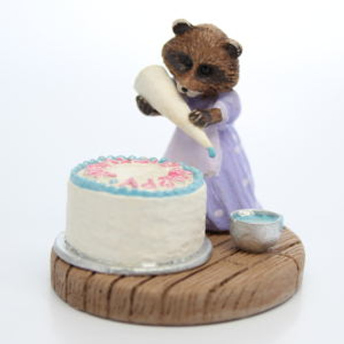 1987 Raccoon Decorating Cake - Hallmark Mini Memories