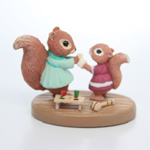 1987 Squirrels with Bandage (QFG8510)