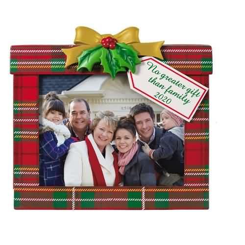 2020 Family's the Greatest Gift Hallmark ornament (QGO1701)