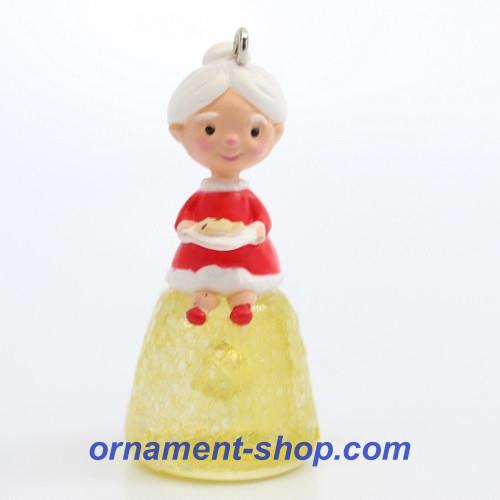 2020 Mrs. Claus's Gumdrop Hallmark ornament (QXE3281)