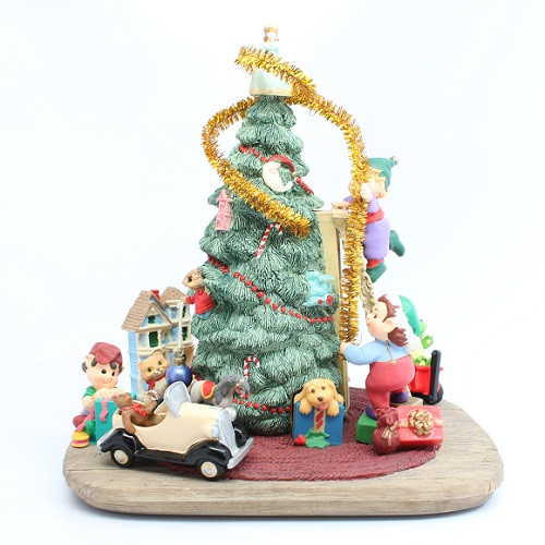 997 Trimming Santa's Tree