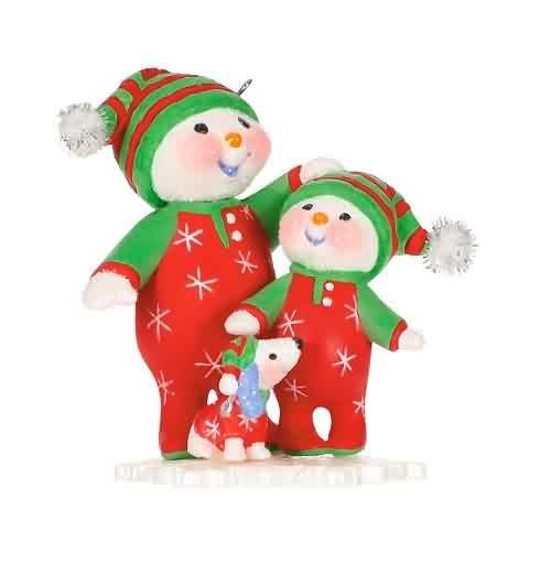2021 Making Memories #14 - Cozy New Pajamas Hallmark ornament (QXR9175)