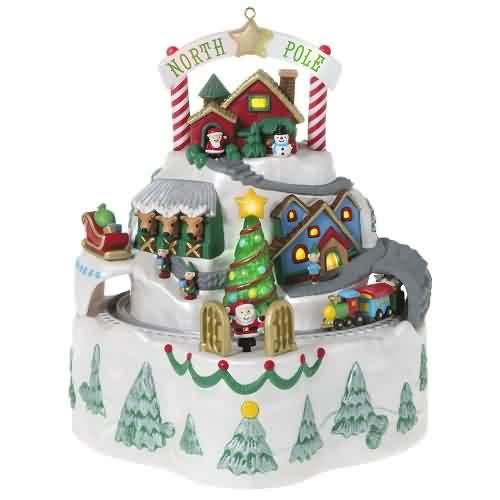 2021 North Pole Village Hallmark ornament (QGO2185)