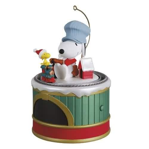 2021 Peanuts - Snoopys Toy Train Hallmark ornament (QXI7322)