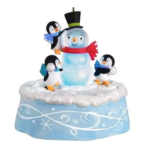2021 Playful Penguins Hallmark ornament (QGO2232)