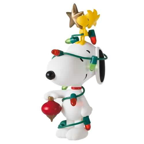 2021 Spotlight on Snoopy #24 - All Decked Out Hallmark ornament (QXR9045)