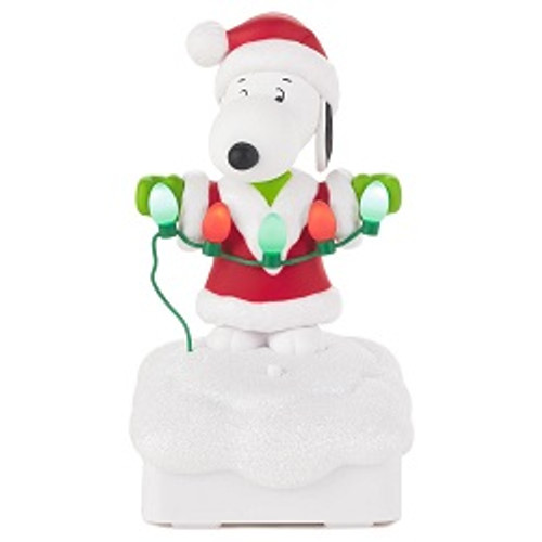 2015 Peanuts Gang Light Show - Snoopy