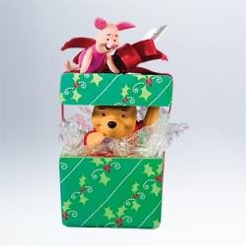 2011 Winnie The Pooh - A Big Present For Piglet