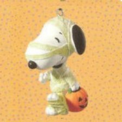2010 Halloween - Treats For Snoopy