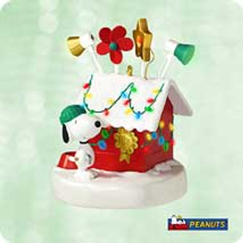 2003 Peanuts - World Famous Decorator Hallmark ornament