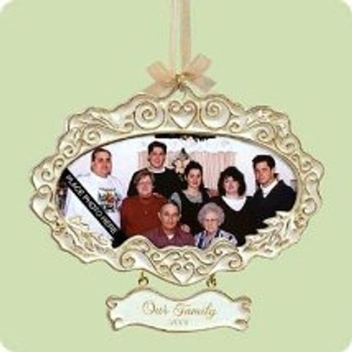 2004 Our Family Photo Hallmark ornament