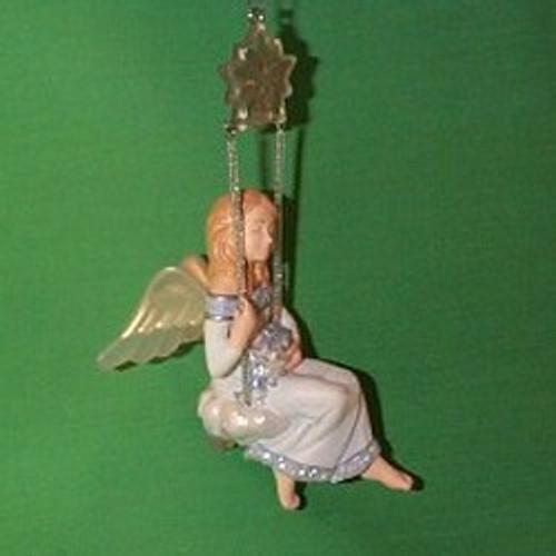 2004 Swinging On A Star - Club Hallmark ornament