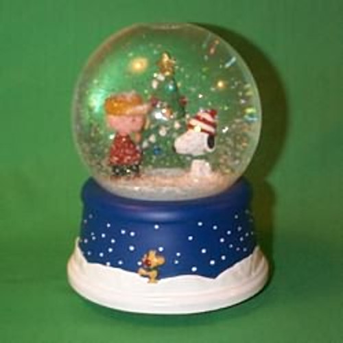 2000 Peanuts - Snow Globe - Musical Hallmark Ornament