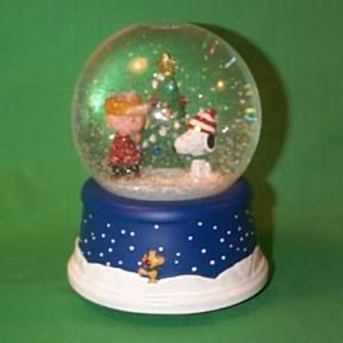 2000 Peanuts - Snow Globe - Musical Hallmark Ornament