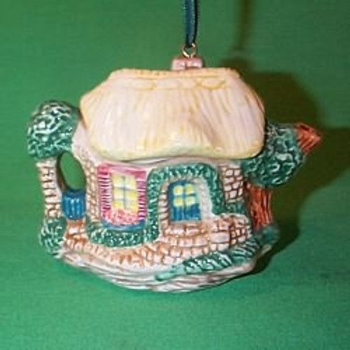 1995 Cozy Cottage Teapot
