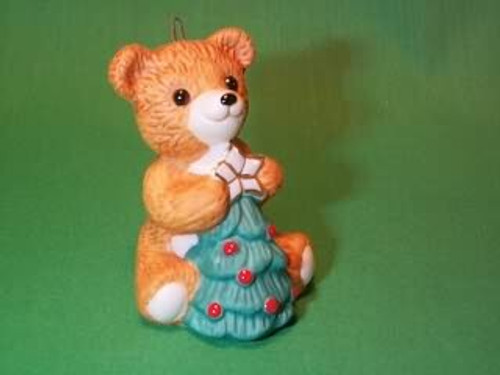 1990 Cinnamon Bear #8F - With Tree