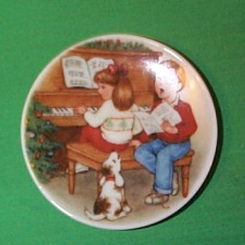1992 Plate #6F - Sweet Holiday Harmony