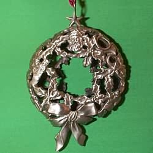 1993 Glowing Pewter Wreath