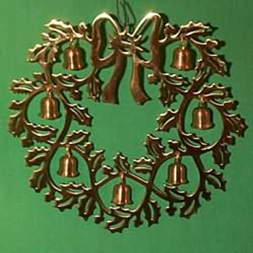 1983 Bell Wreath