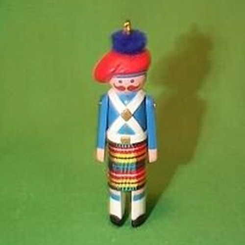 1985 Clothespin Soldier #4 - Scottish