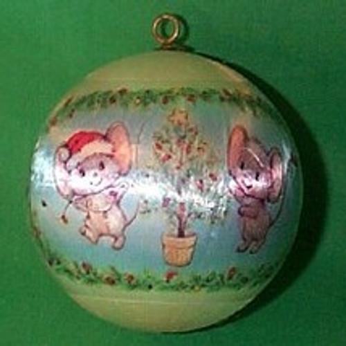 1977 Christmas Mouse