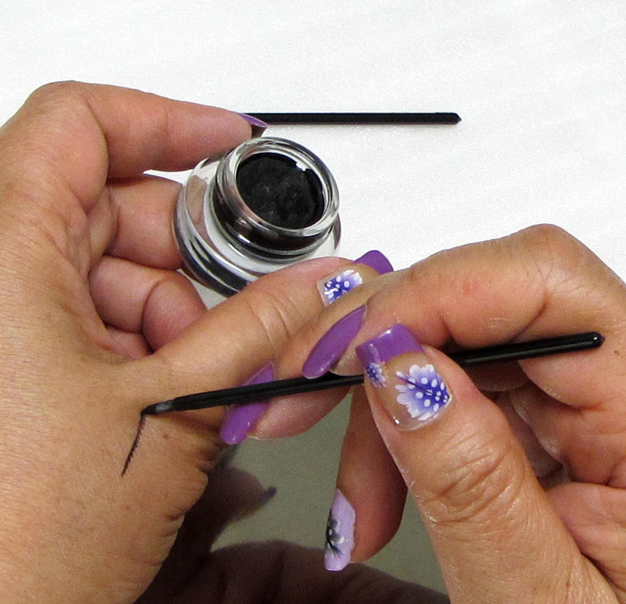 Applying eyeliner: How it is done