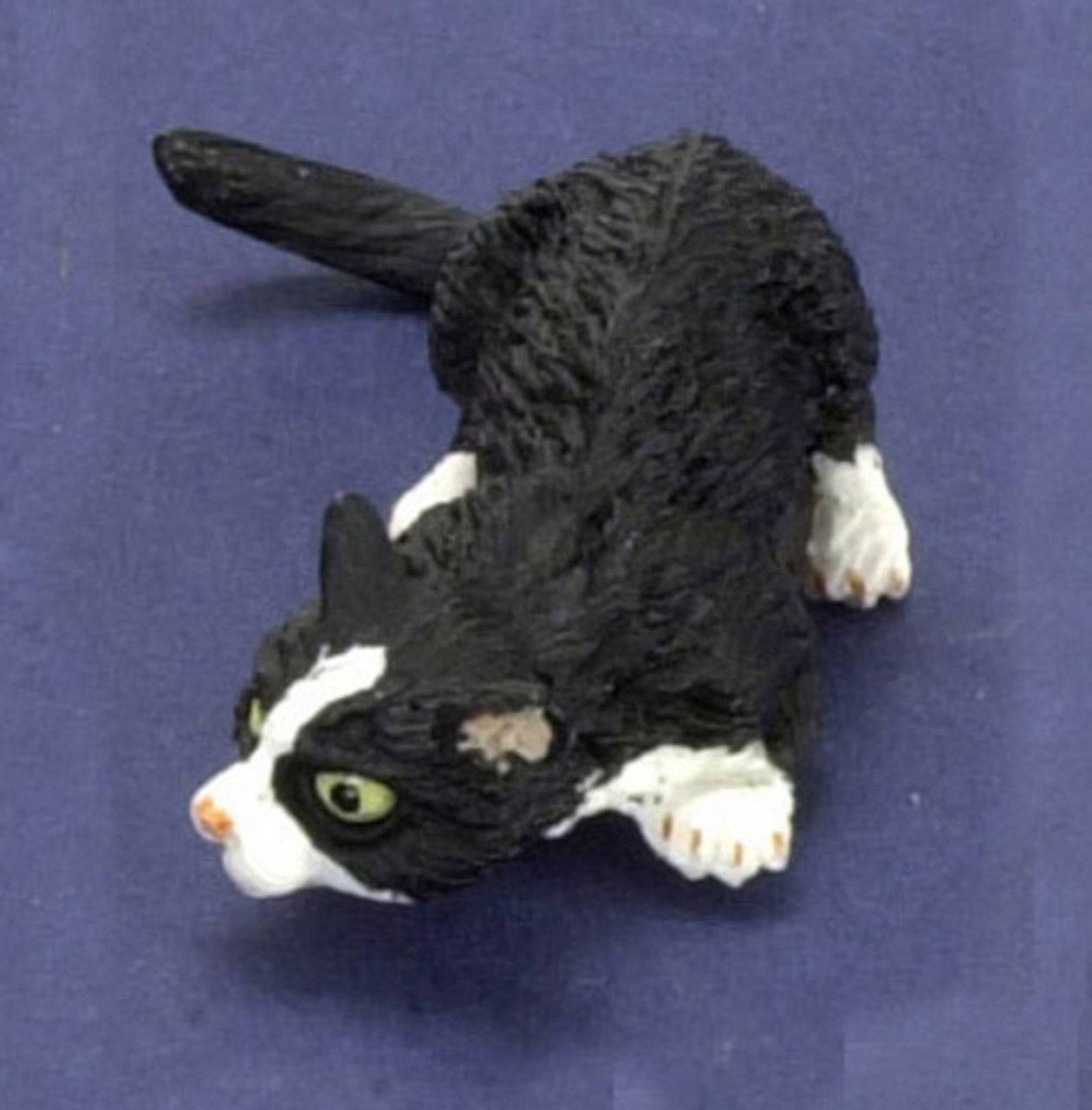 Dollhouse City - Dollhouse Miniatures Sniffing Cat with Socks