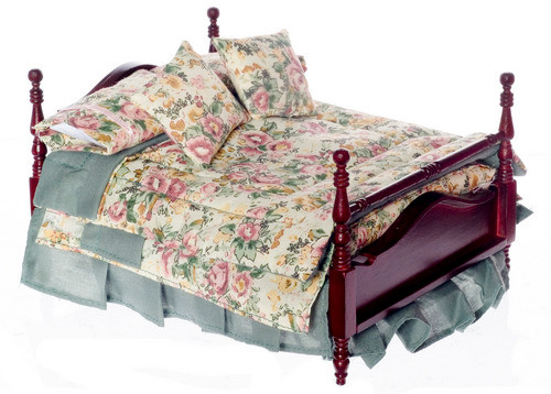 4- Poster Bed with Linens