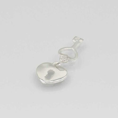 Pingente em prata 925 liso chave coração