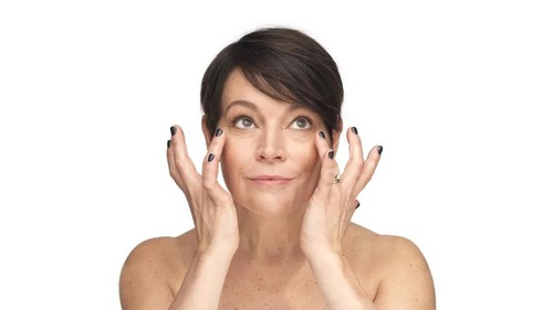 Experiencing Perimenopausal Face Puffiness? Read More About Causes & Treatments