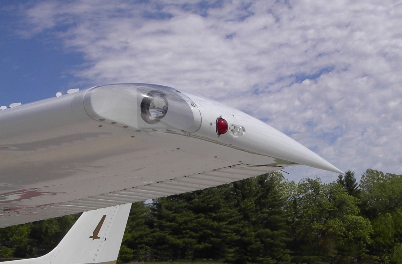Cessna Wing Tips with Landing Lights (Early Model). RD-9000