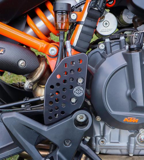 KTM 790/890 REAR BRAKE MASTER CYLINDER GUARD