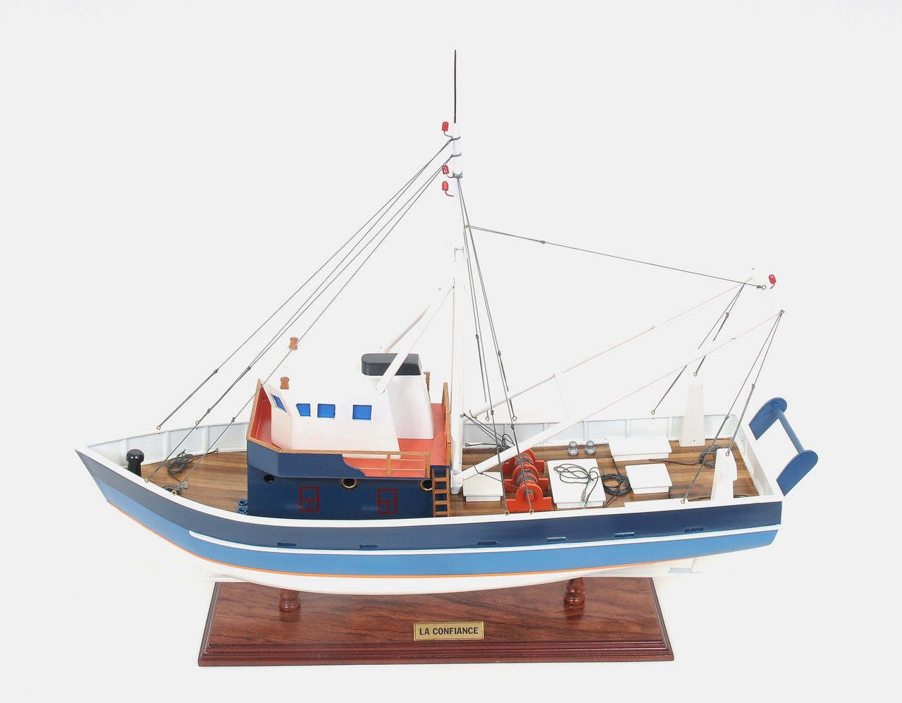 Painted La Confiance Model - Example Image for Custom Made Model Ship