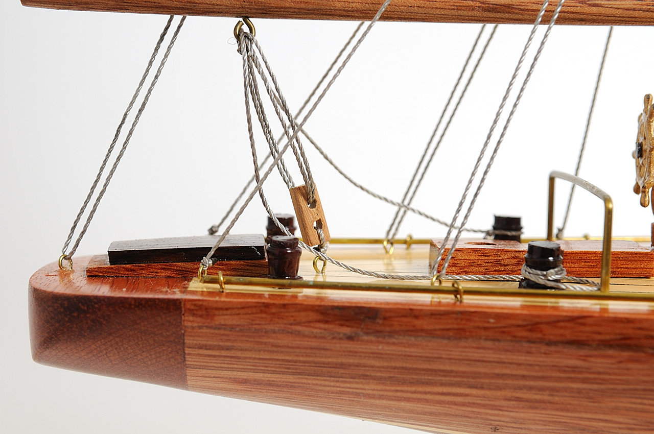 "Endeavour Model Yacht 24""  with Optional Personalized Plaque"