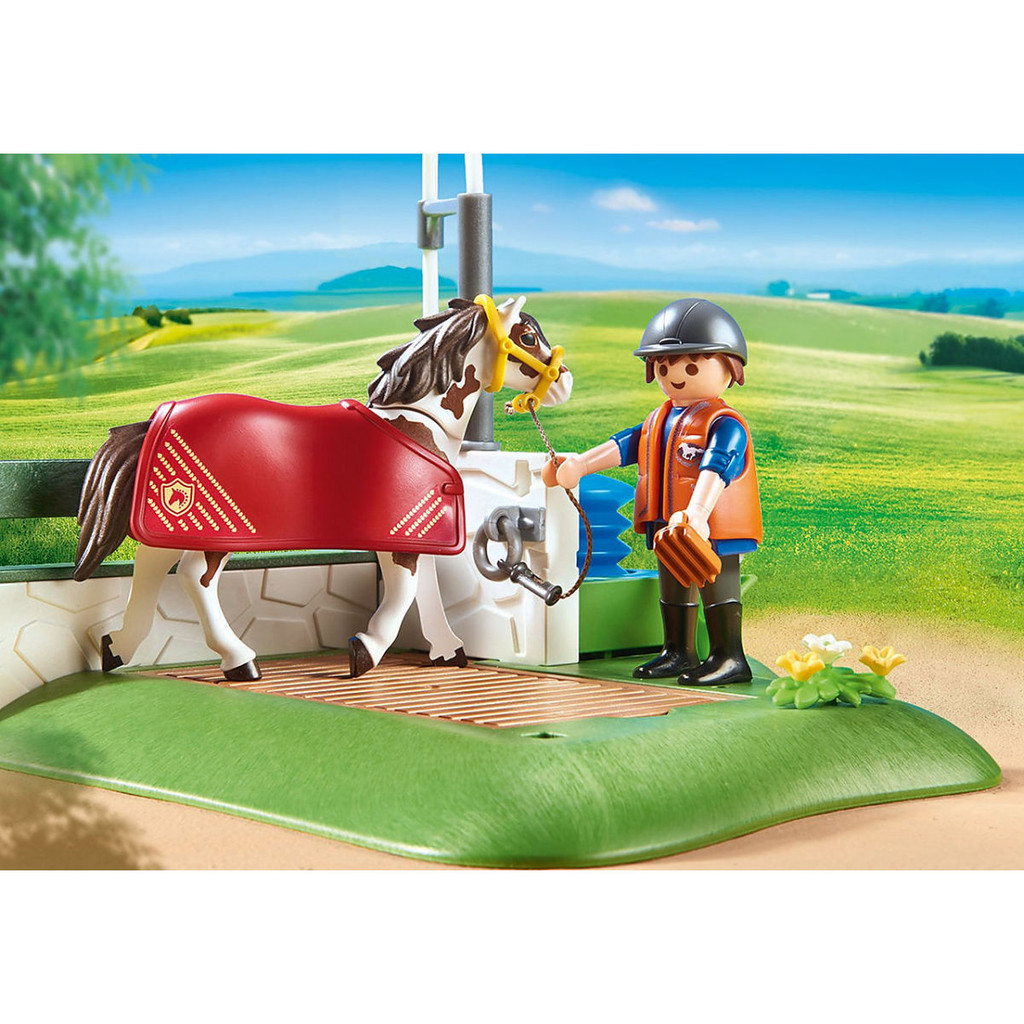 Playmobil Horse Grooming Station lifestyle 2