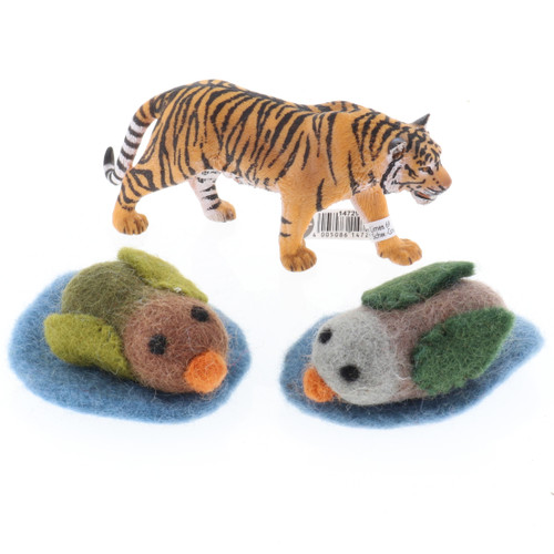 Papoose Ducks with Schleich Tiger (sold separately)