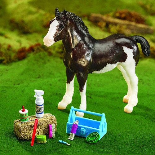 Breyer Grooming Kit Traditional size. Horse not included.