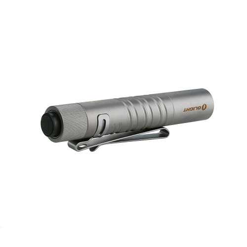OLIGHT-i3T EOS Titanium ● Max output of 180 lumens powered by a single AAA battery  ● Double helix body knurling for unique style and a solid grip  ● Tail switch operation for momentary/constant on and quick mode changes (5/180 lumens)  ● Easy to carry in a pocket or mount onto a hat with the included two-way pocket clip